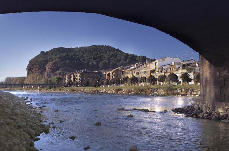 Vista de Nájera bajo el puente